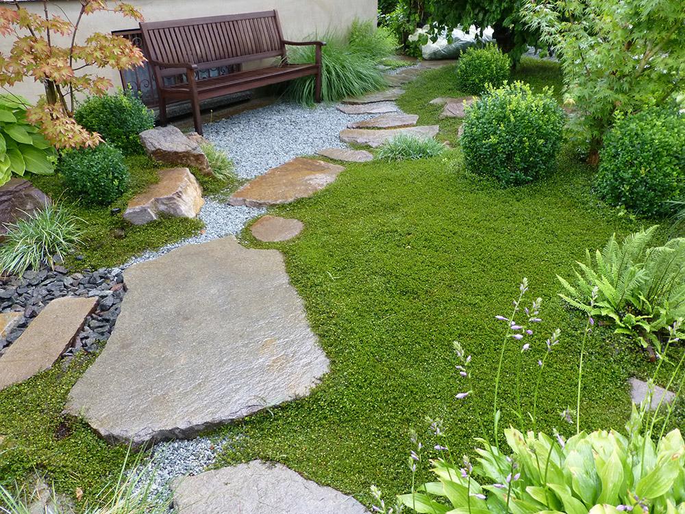 japanischer garten mit koiteich garten u landschaftsbau. Black Bedroom Furniture Sets. Home Design Ideas